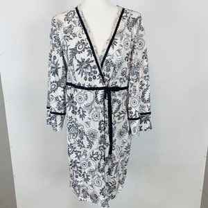 Nautica Black & White Floral Long Sleeve Robe